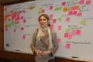 Arkitekt Maria Block sätter upp lappar vid SWOT-övning ABF 2013-01